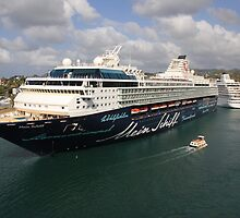 Mein Schiff by Timothy Gass