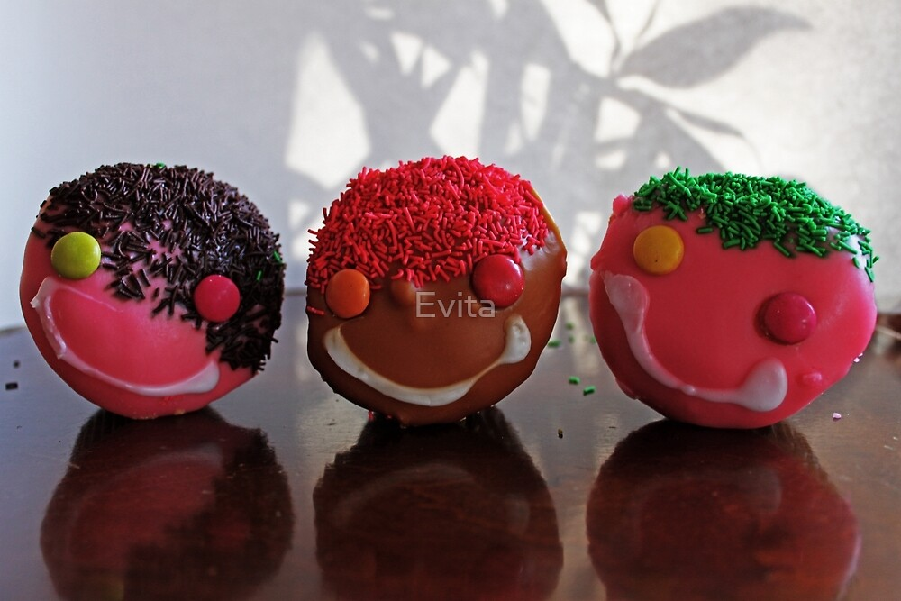 Trio - The Smiling Cupcakes - by Evita