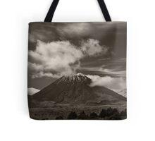 Mt. Ngauruhoe - New Zealand ... aka Mt. Doom - Middle Earth Tote Bag