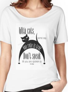 The Well-Read cat - 7 Women's Relaxed Fit T-Shirt