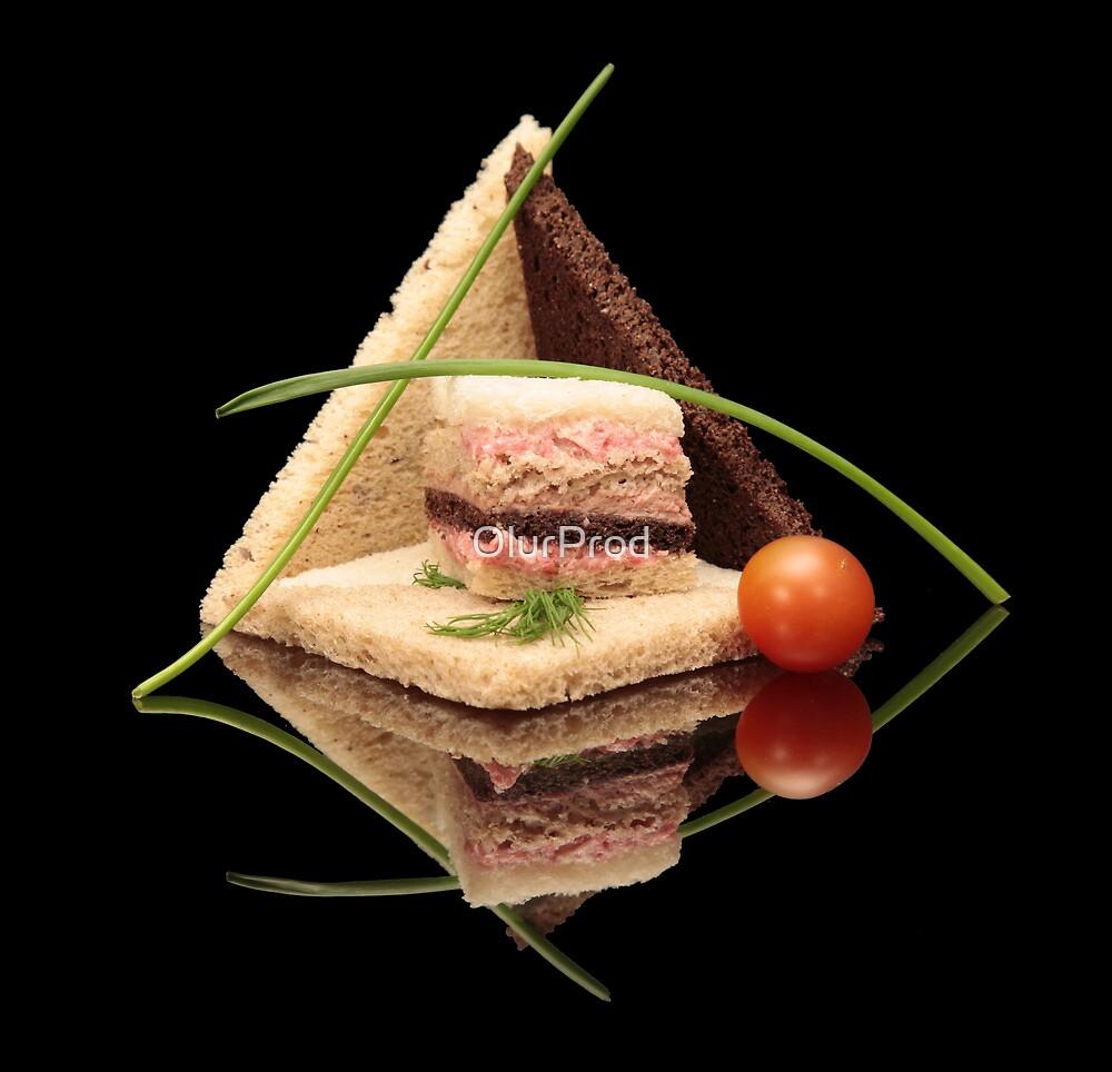 Bread Pyramid by OlurProd