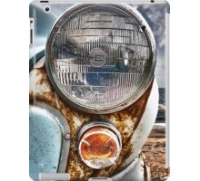 Vintage Morris Minor in Cornwall iPad Case/Skin