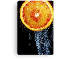 Orange sous la douche Canvas Print