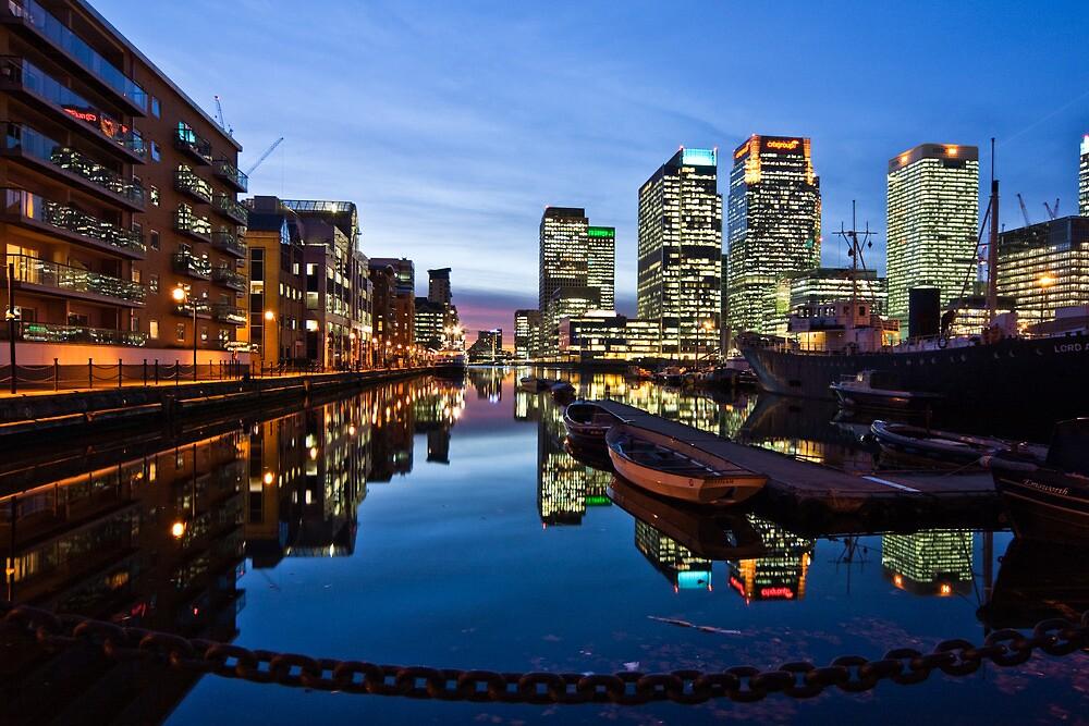 Canary Wharf at Dusk by Geoff Hunter