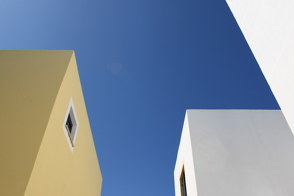 Blue sky and buildings by erwina