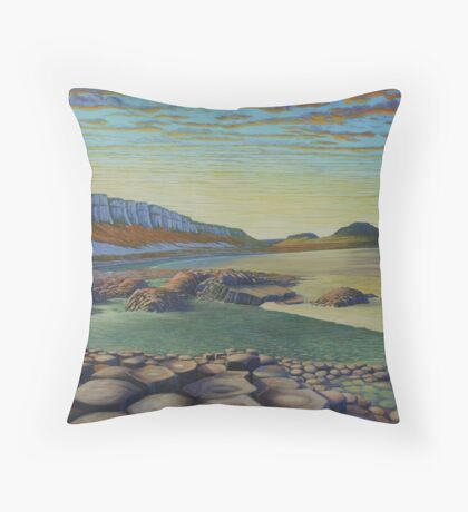The Giant`s causeway Throw Pillow