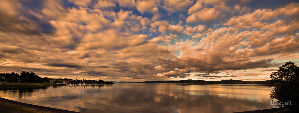 Dawn at Lake Taupo by bazcelt