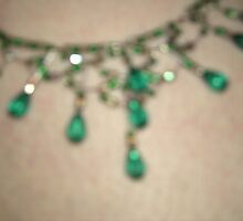 Emerald princess - tear droppers and curves necklace by anaisnais
