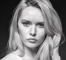 Captivating eyes by Peter Stone