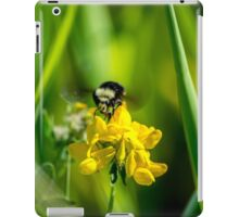 Buzzin' on by iPad Case/Skin