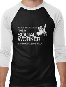 I'M NOT JUDGING YOU I'M A SOCIAL WORKER I'M DIAGNOSING YOU Men's Baseball ¾ T-Shirt