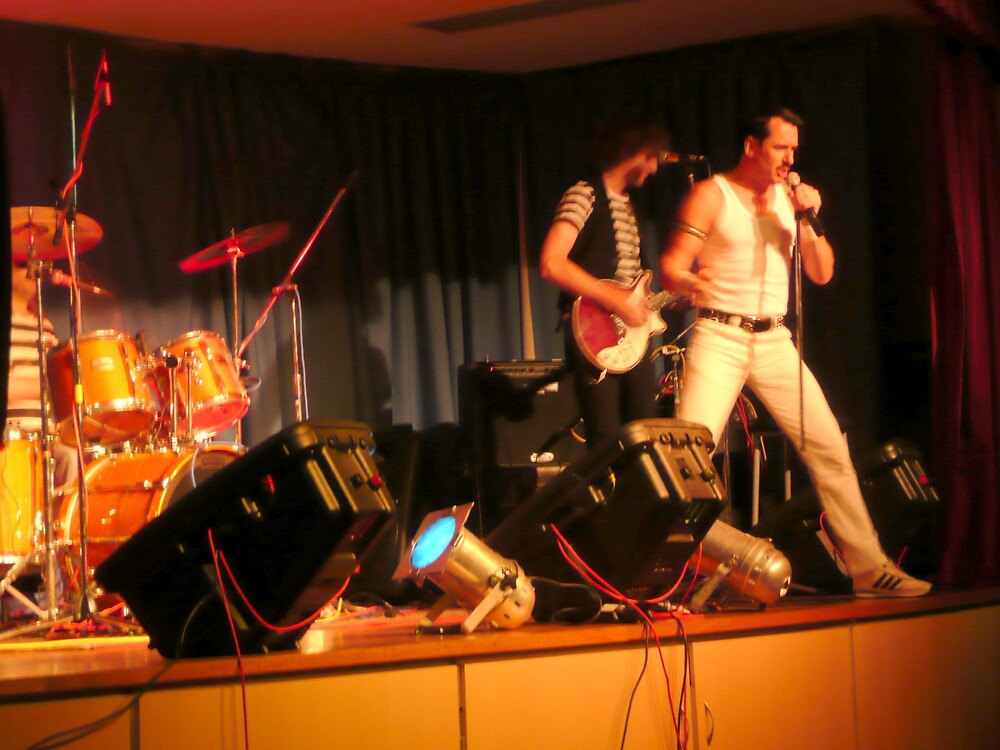 'QUEEN' Cover Band with Freddie Mercury. by Mywildscapepics