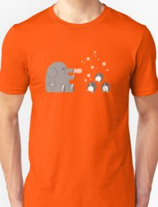 Elephants & Penguins love bubbles. Unisex T-Shirt