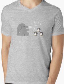 Elephants & Penguins love bubbles. Mens V-Neck T-Shirt