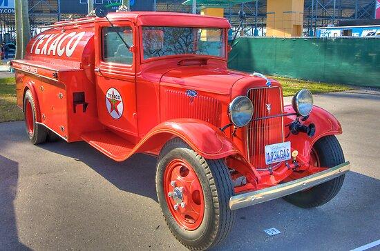1934 Texaco Truck - Full view by Bill Wetmore