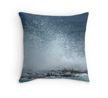 Wave caught in a nano second Throw Pillow
