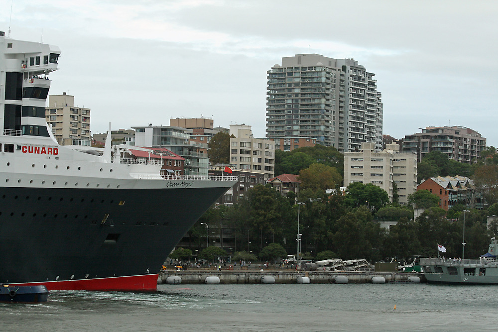 Queen Mary 2 Arrives Sydney 013 by Kezzarama