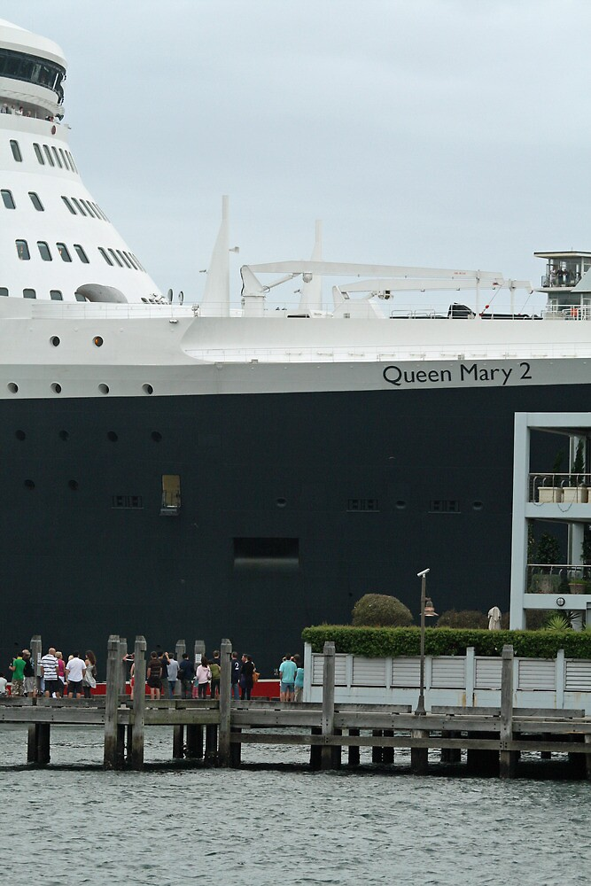Queen Mary 2 Arrives Sydney 014 by Kezzarama
