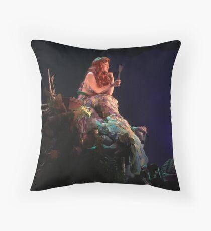 It's a dinglehopper! Throw Pillow