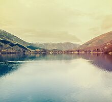 A beautiful lake by salvatoreru