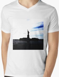 Silhouttes of Lady Liberty Mens V-Neck T-Shirt