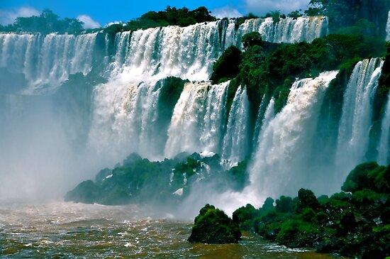 Las Cataratas de Iguazu by Valerie Rosen