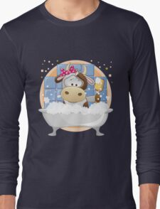 Cute baby cow in bath Long Sleeve T-Shirt