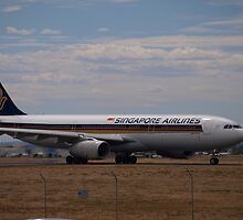 Singapore Airlines (9V-STH) by Topher Webb