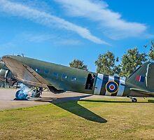 "Douglas Dakota C.3 ZA947 ""Kwicherbischen"" firing up by Colin Smedley"