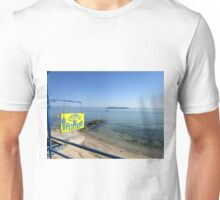 THE POTTER ON THE BEACH. Unisex T-Shirt