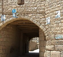 Symbols on the wall (27) - Amran town gate by Marjolein Katsma