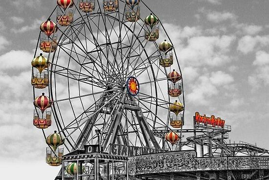Skeggy Giant Wheel by Yhun Suarez