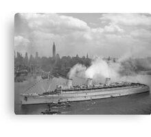 RMS Queen Mary Arriving In New York Harbor Canvas Print