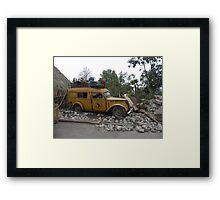Cada objeto que tiene un pasado, lleva una historia......... Framed Print