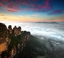 Sunrise at 3 Sisters - Blue Mountains NSW by Jason Pang, FAPS FADPA