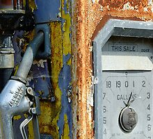 Rusting petrol pump, Wiltshire, UK by buttonpresser