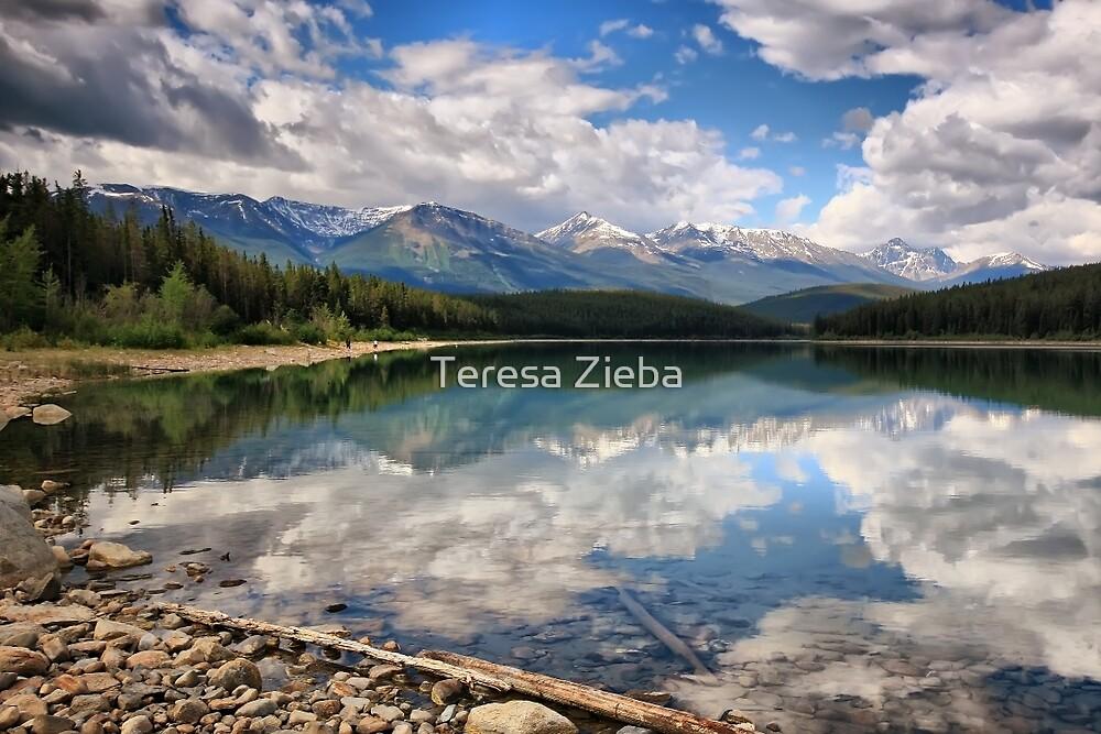 Patricia Lake, Jasper NP, Alberta, Canada by Teresa Zieba