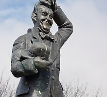 Stan Laurel Statue North Shields Tyne And Wear by Moonlake
