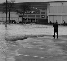 People amazed .... flood 2010 by Scott Curti