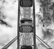 Manchester Wheel - Black & White by Stuart Giblin