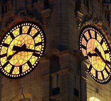 Liver Building's clock by Manuel Gonçalves