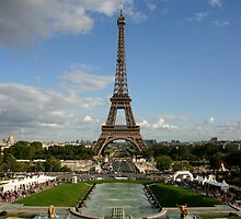 Eiffel tower at stretching time by churros