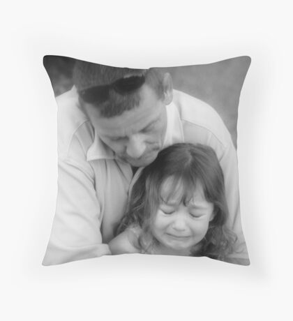 Don't Cry Baby, Daddy's Here Throw Pillow