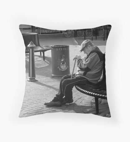 40 winks Throw Pillow