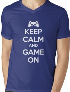 KEEP CALM AND GAME ON - PS Mens V-Neck T-Shirt