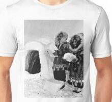 BW USA Alaska igloo builders 1970s Unisex T-Shirt