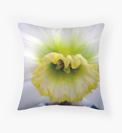 Daffodil Cup Throw Pillow