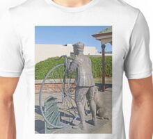 """Penny Farthing """"Time Traveller"""" Statue Unisex T-Shirt"""