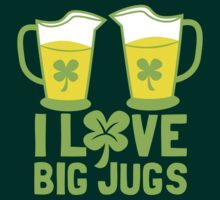 I love BIG JUGS green shamrocks St Patricks day beer jugs T-Shirt