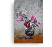 Roses in black vase Canvas Print